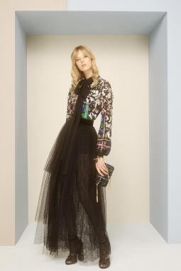 03_elie_saab_prefall_2017_jpg_2507_north_1382x_black