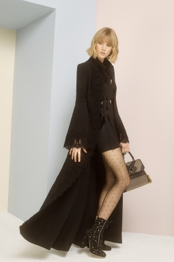 15_elie_saab_prefall_2017_jpg_9714_north_1382x_black