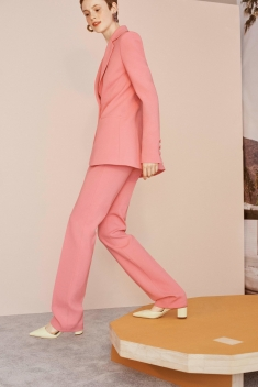 00003_carolina_herrera_vogue_resort_2019_pr_jpg_6544_north_1382x_black