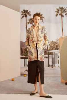00008_carolina_herrera_vogue_resort_2019_pr_jpg_9087_north_1382x_black