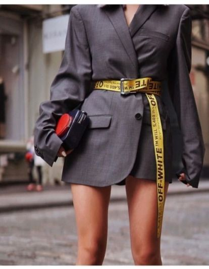 Street-Style-Inspiration-de-rue-stylée-pour-les-jeunes-femmes-la-ceinture-blanc-cassé-en-fait-une