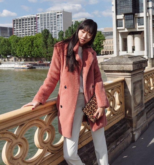 manteau-en-fausse-fourrure-rose-pale-zp310442-s3-produit-650x699